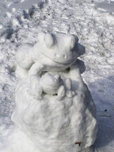 Как сделать лягушку из снега фото